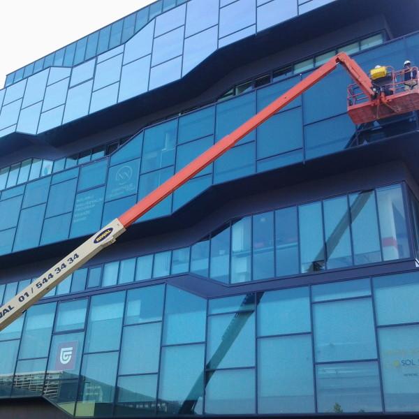 Višinsko čiščenje oken